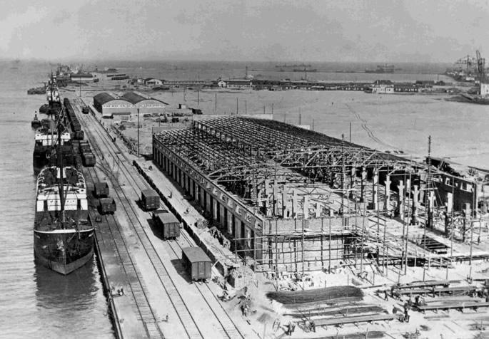 Budowa magazynów portowych na nabrzeżu Polskim. Gdynia 1929