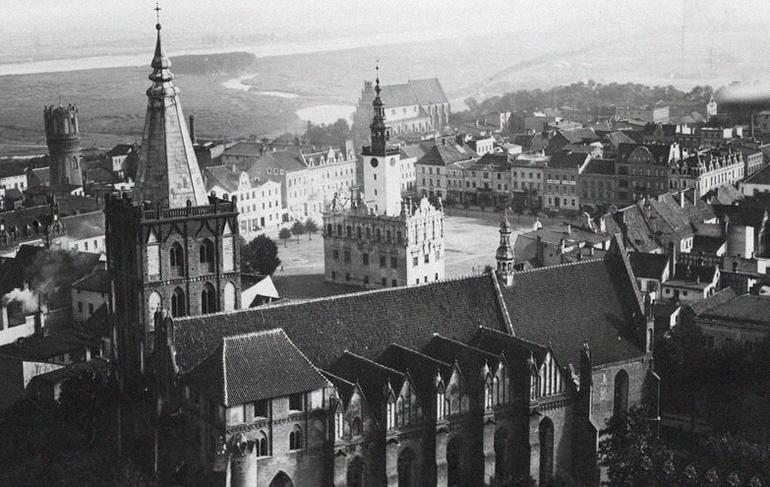 Chełmno (Culm) - rynek z ratuszem i katedrą