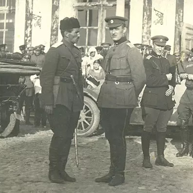 General Stanisław Bułak-Bałachowicz (pierwszy z lewej)