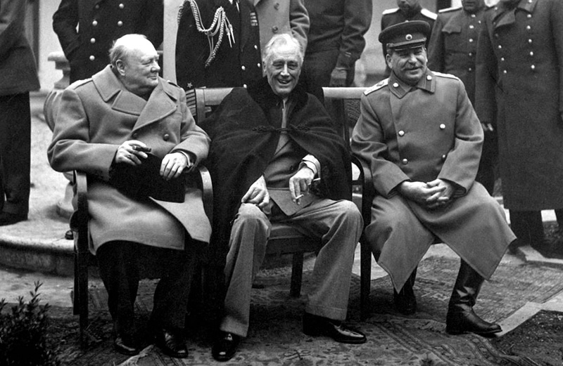 Churchill, Roosevelt, Stalin podczas konferencji jałtańskiej - luty 1945 (wikipedia.org - domena publiczna)