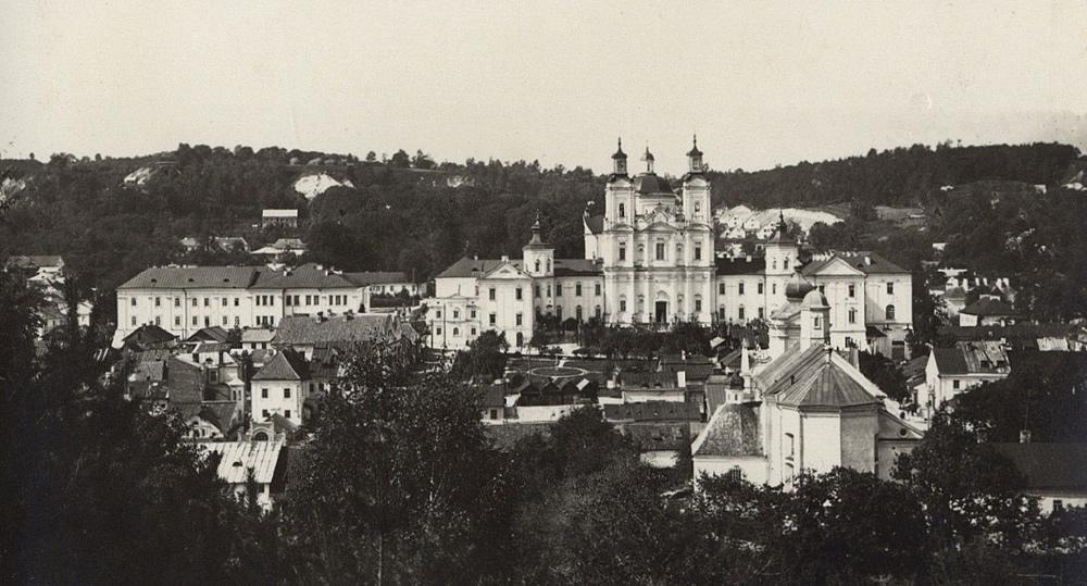 Krzemieniec - widok na Liceum Krzemienieckie - lata trzydzieste XX wieku (pocztówka)